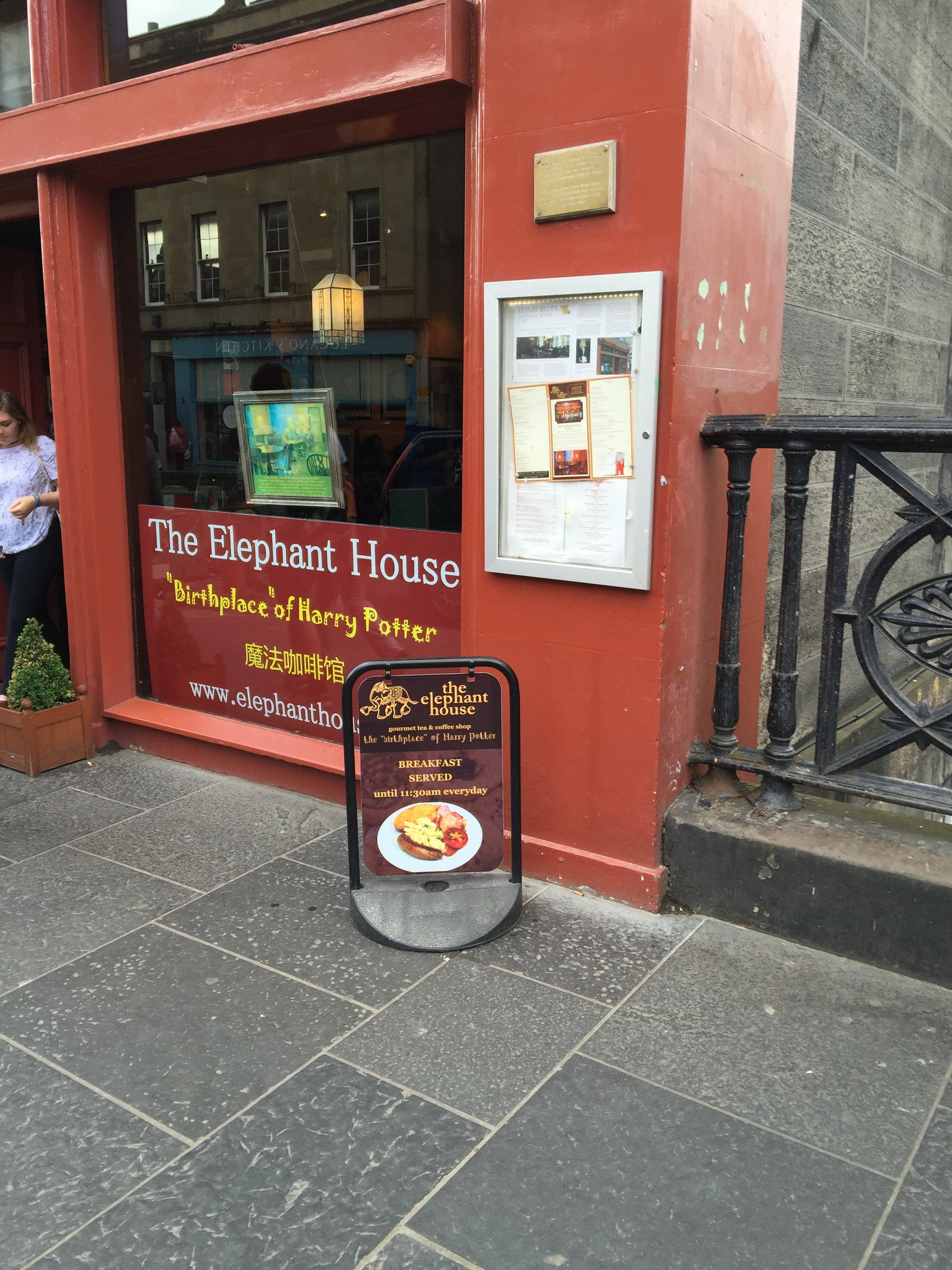 The Elephant House - JK Rowling wrote Harry Potter here!!