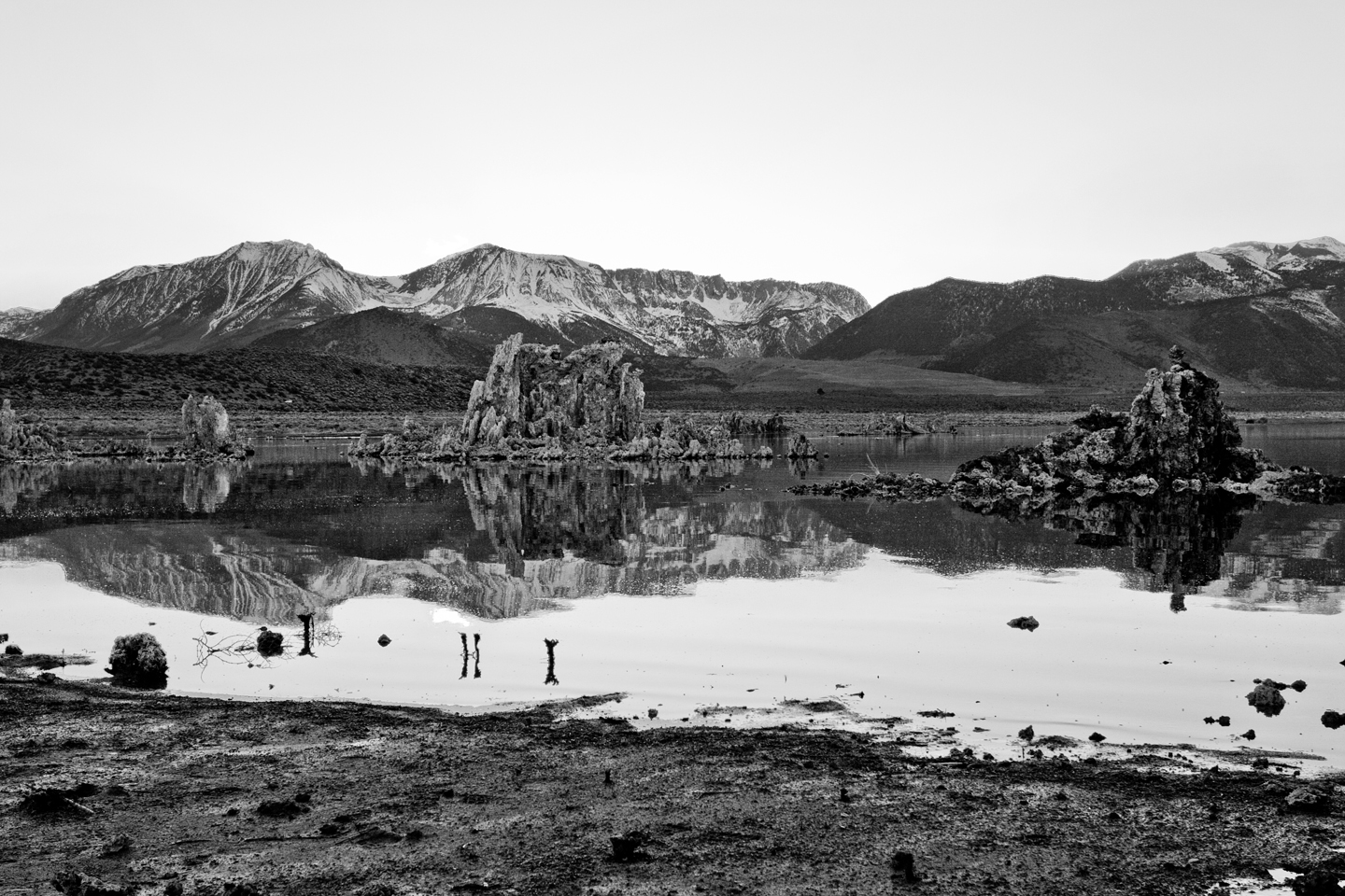 mono-lake-sunset-black-and-white