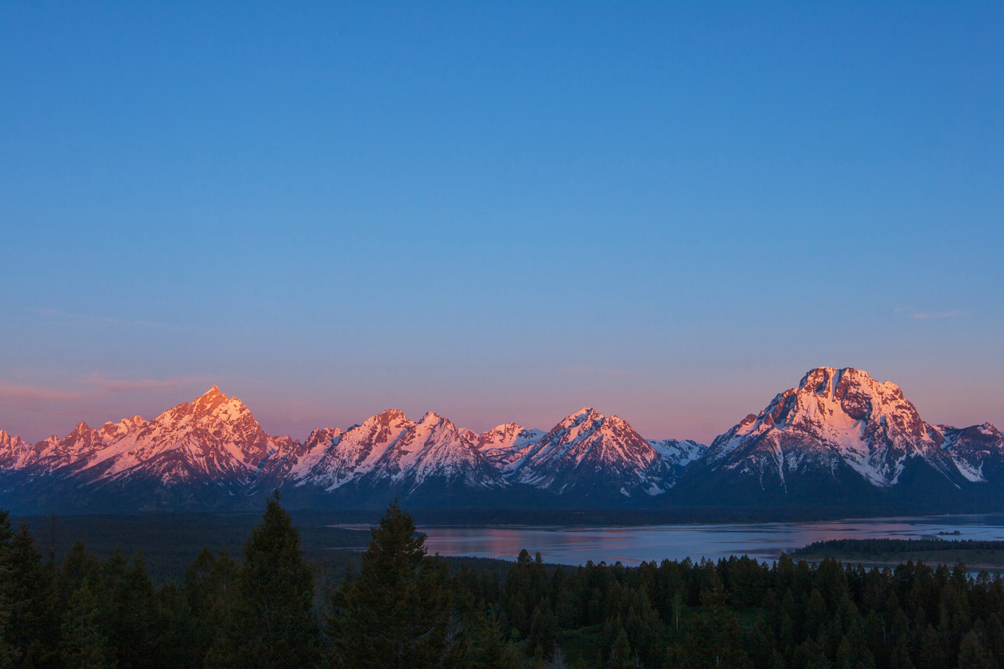 Grand-Tetons-View-Jackson-Lake-Lodge-Sunset
