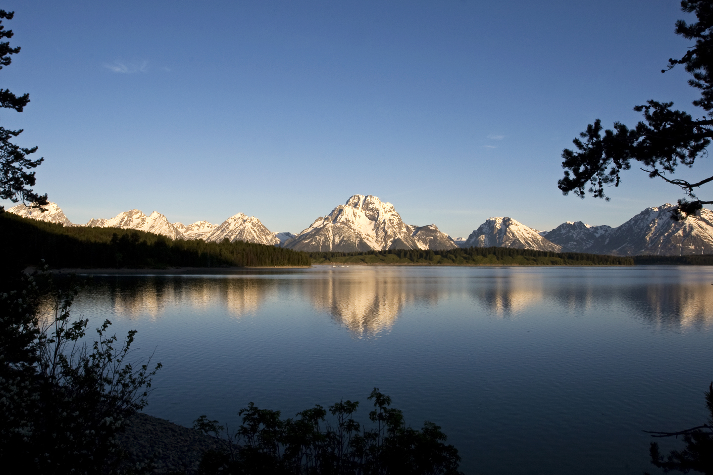 Grand-Tetons-View-Lake-Reflection