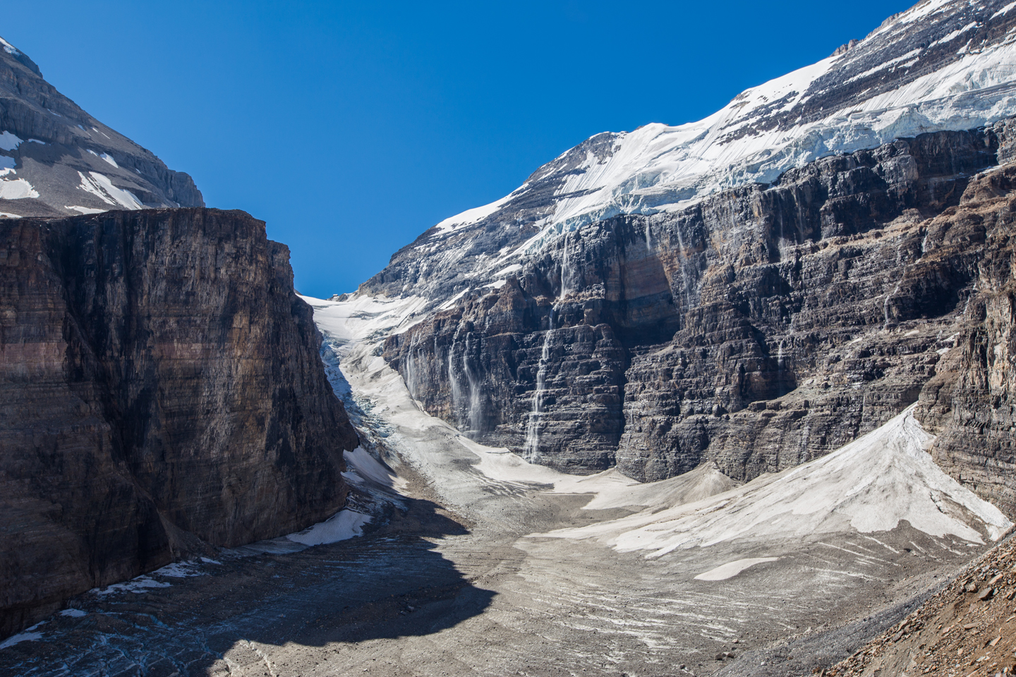 plain-of-six-glaciers-hike-trail-end