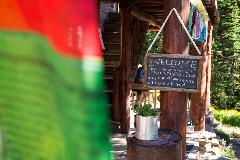 plain-of-six-glaciers-teahouse-welcome