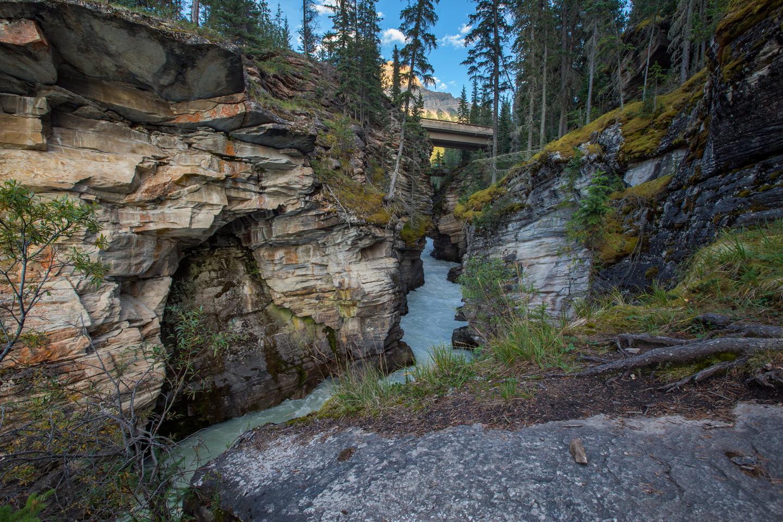 athabasca-falls-river-sky