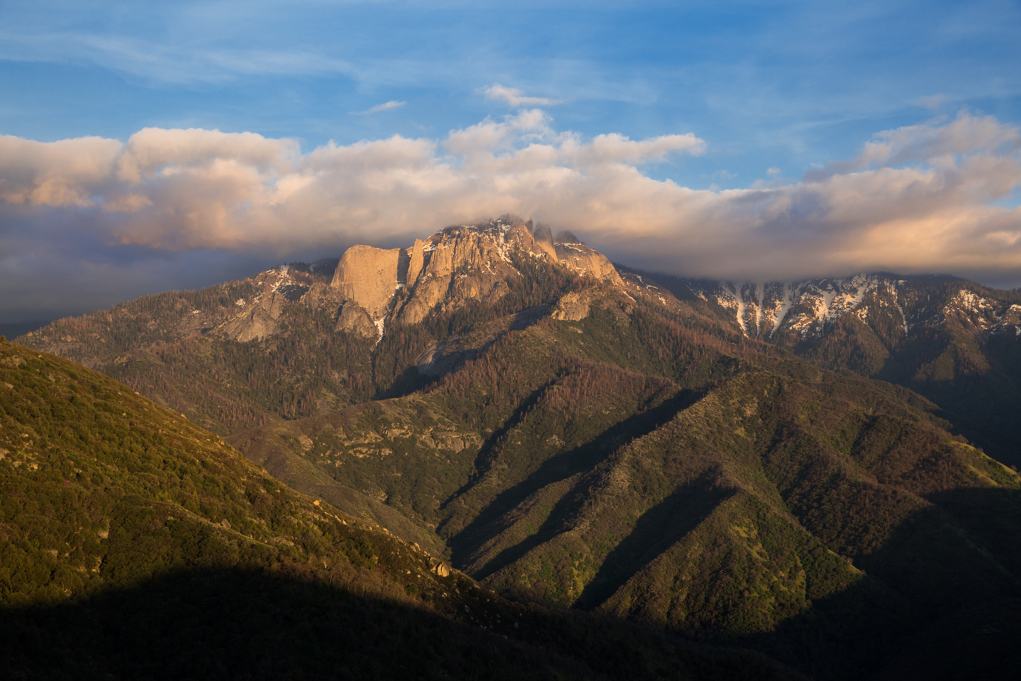 Sequoia-National-Park-Rocks-Lookout-Clouds-Wide