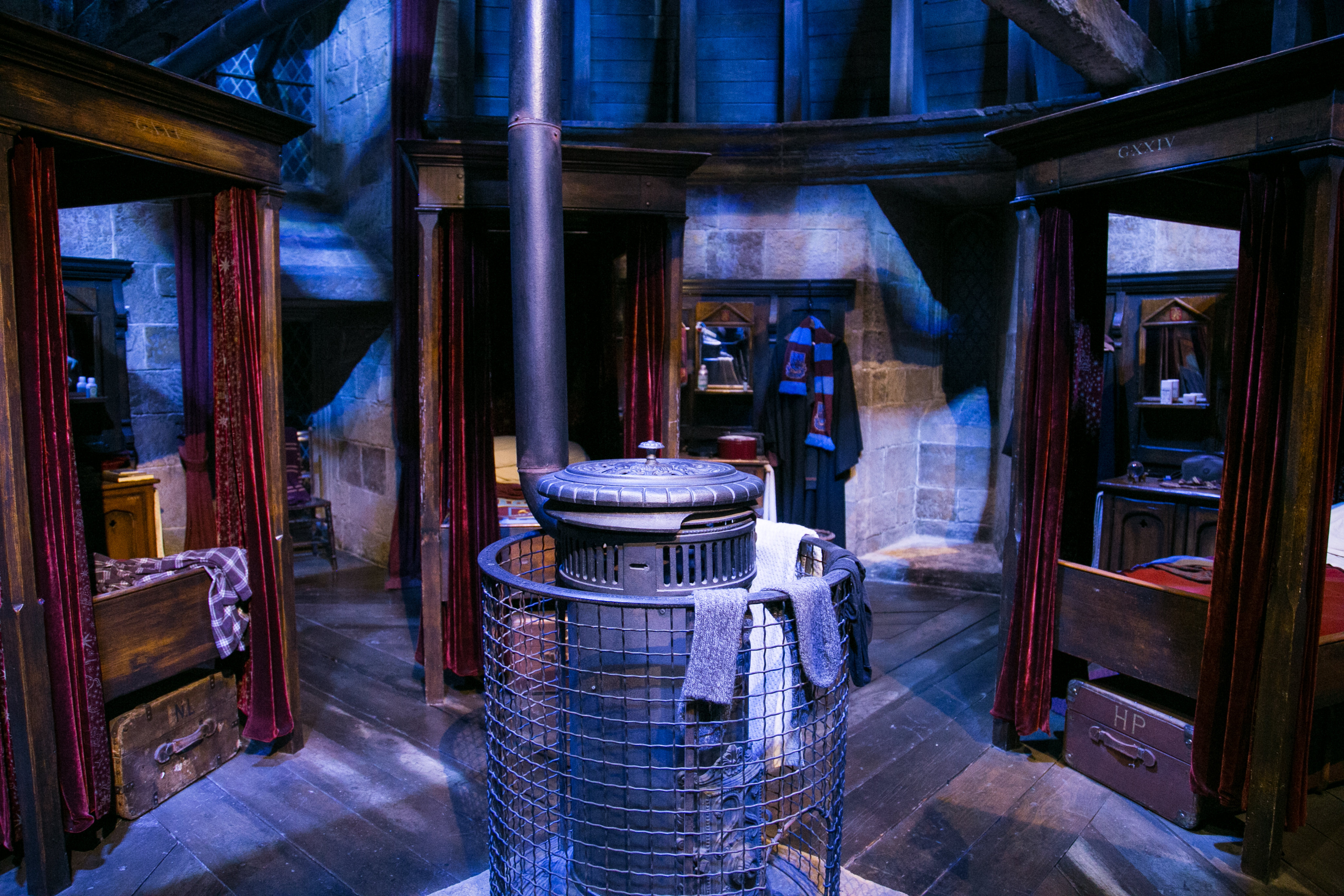 harry-potter-studio-tour-gryffindor-bedroom