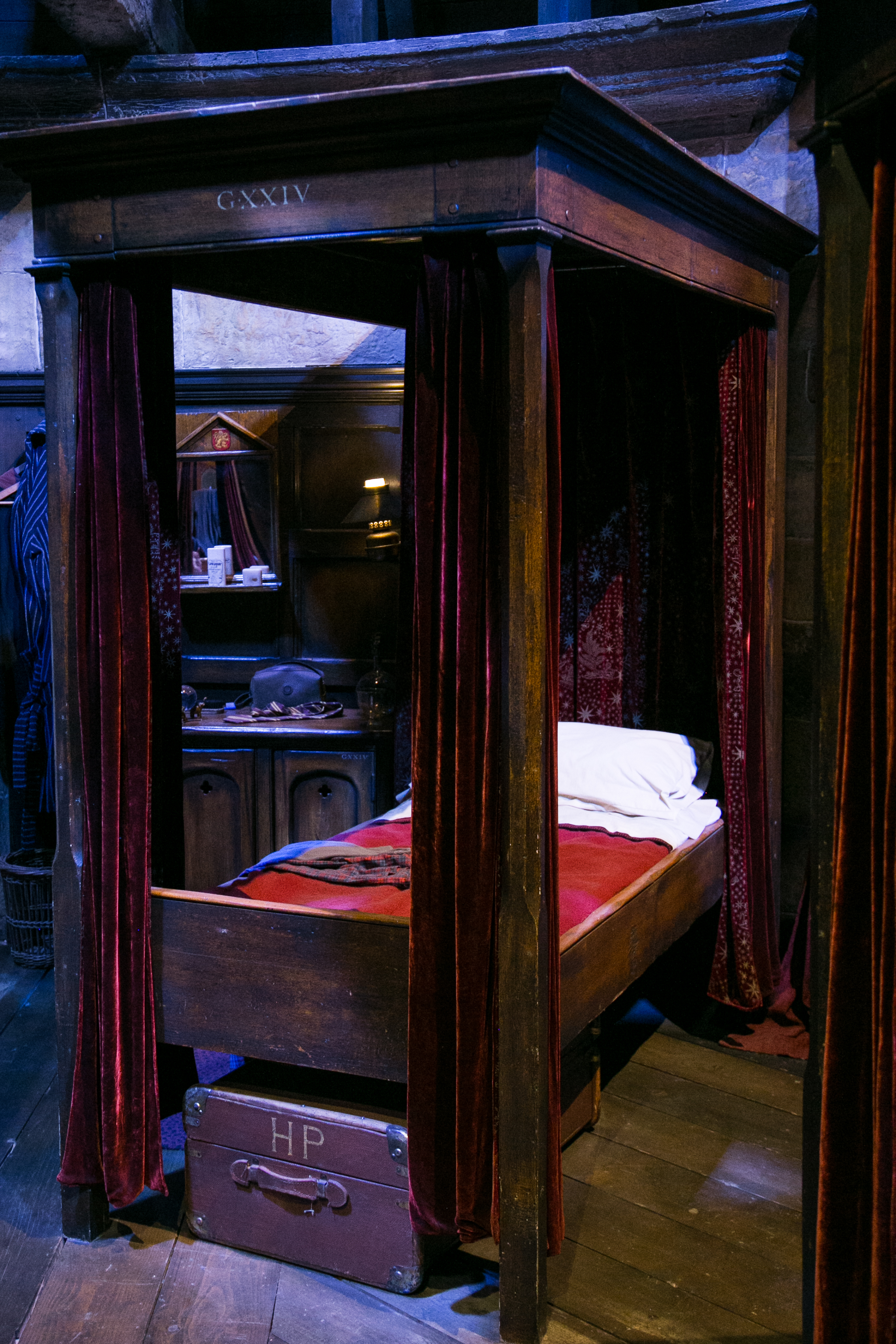 harry-potter-studio-tour-harrys-bed