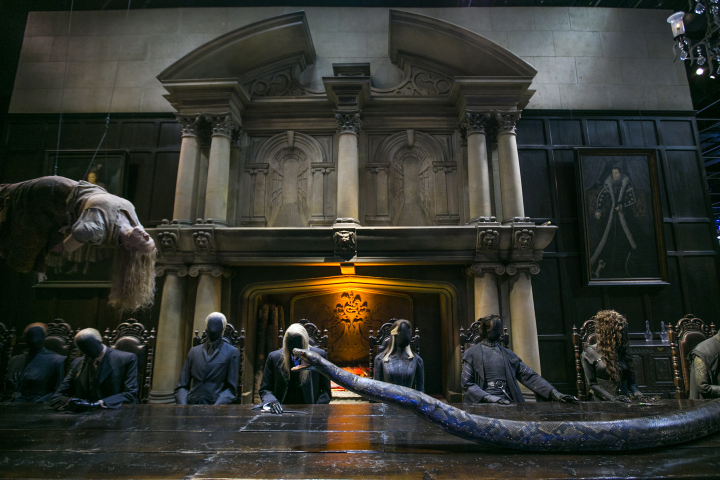 harry-potter-studio-tour-malfoy-house-set-snake