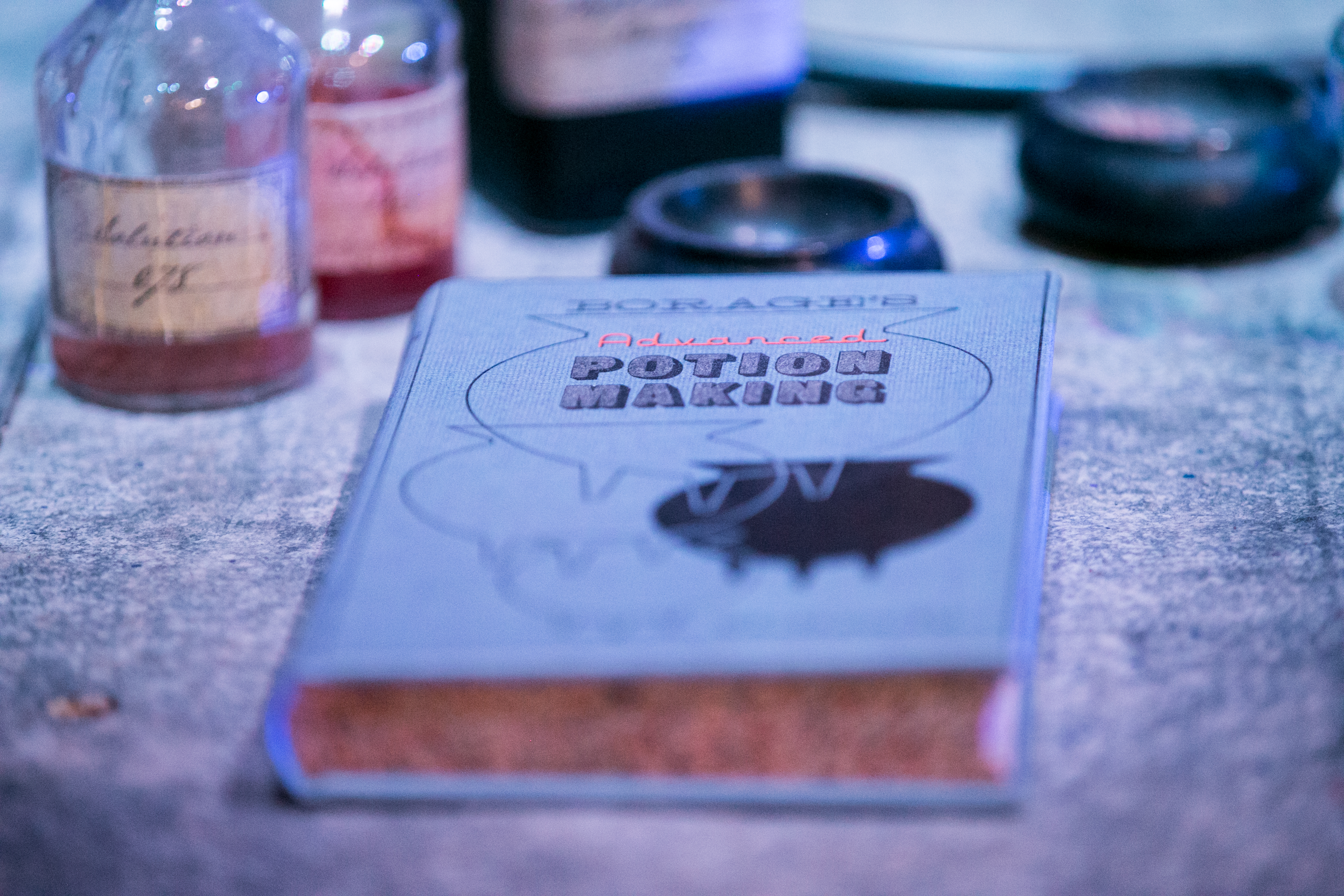 harry-potter-studio-tour-potions-detail-book