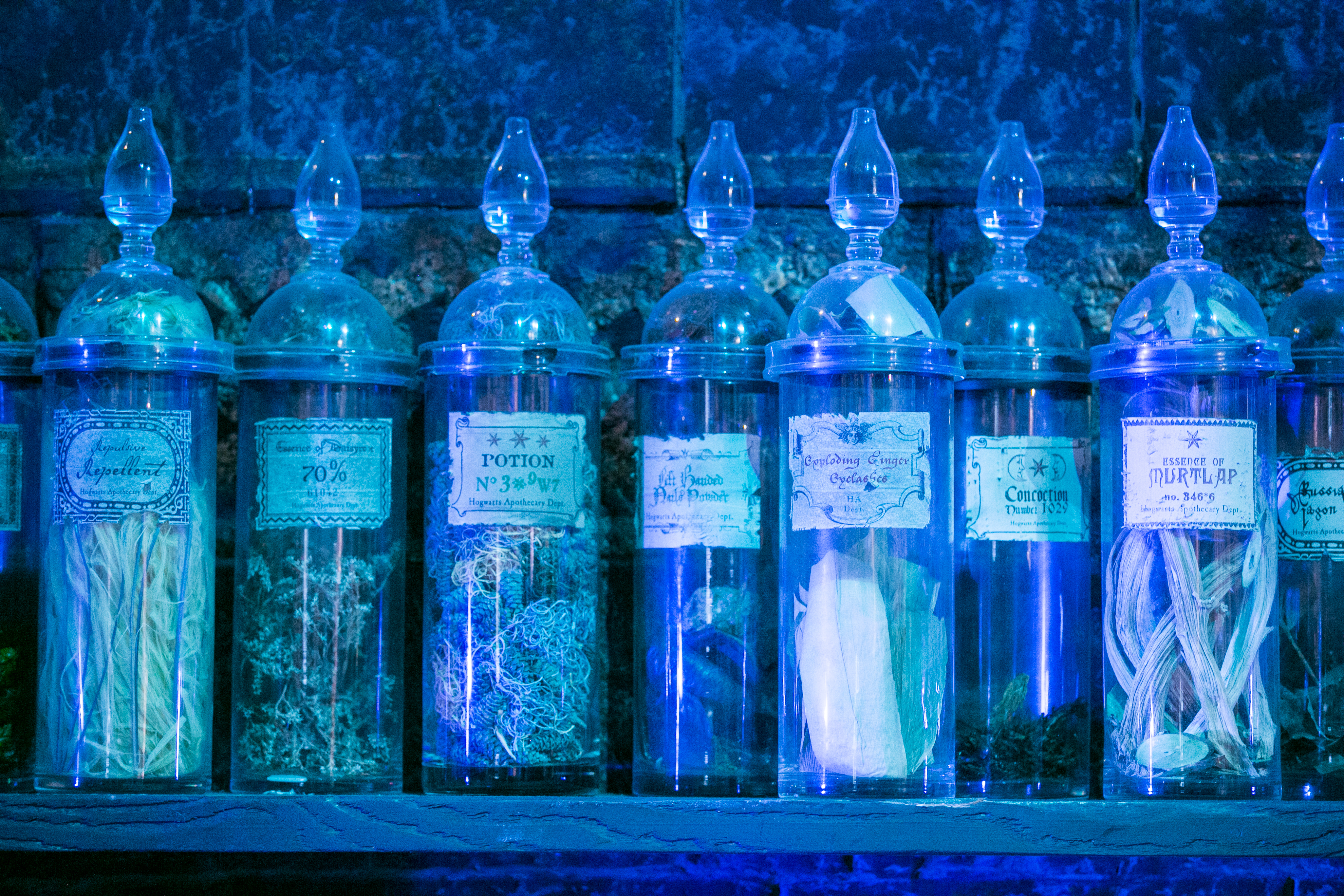 harry-potter-studio-tour-potions-details-potion-bottle