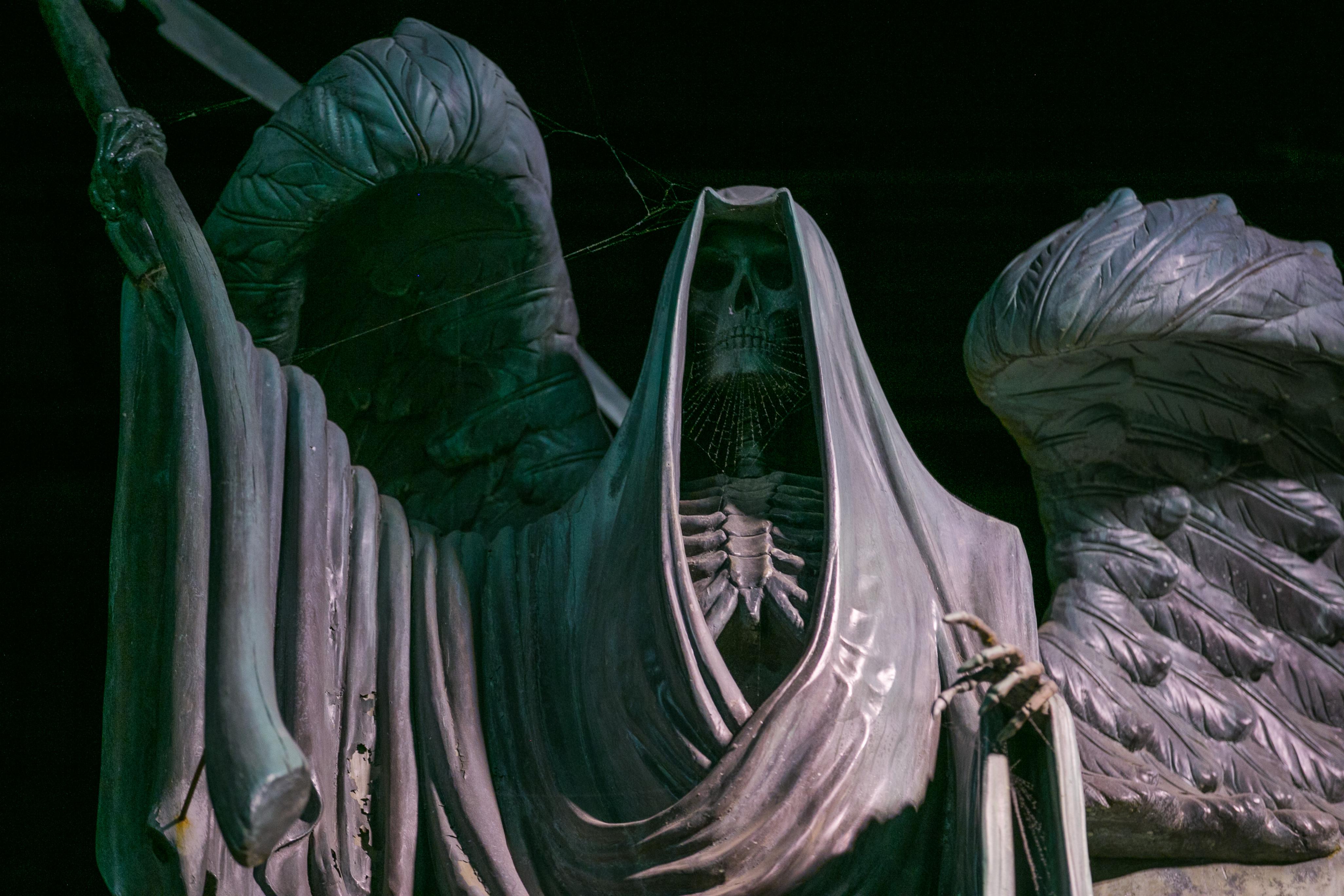 harry-potter-studio-tour-riddle-statue-gravestone
