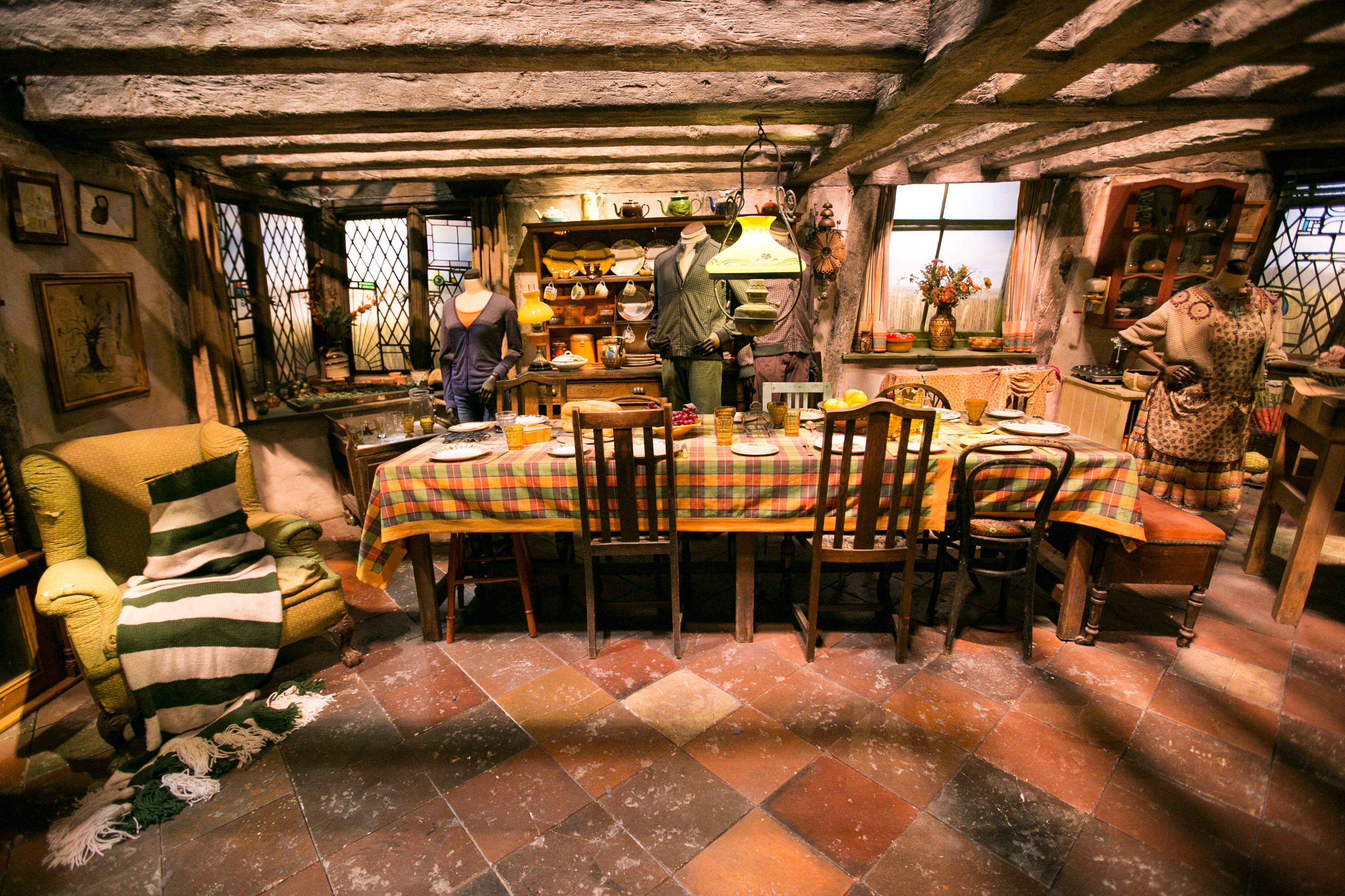 harry-potter-studio-tour-the-burrow