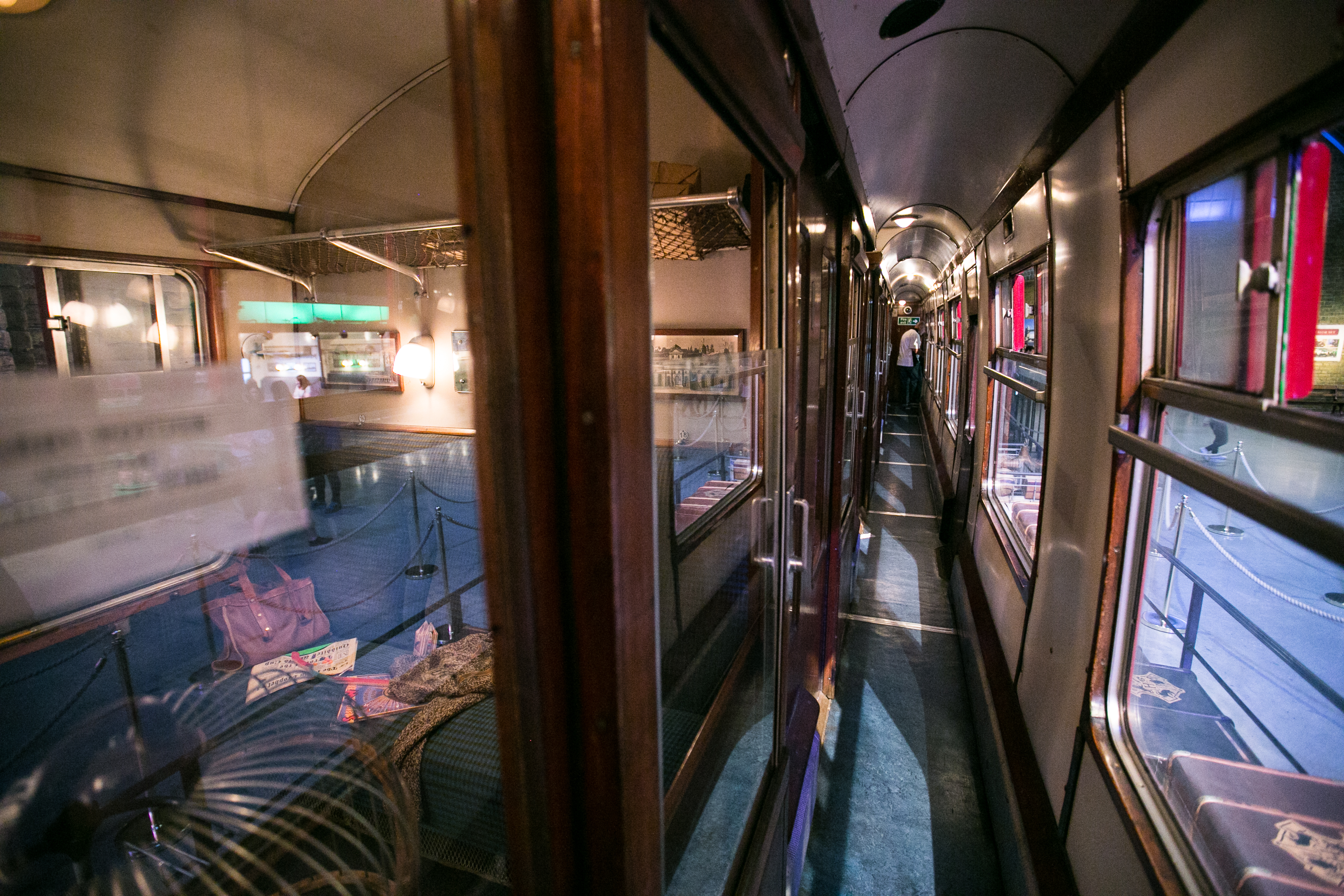 harry-potter-studio-tour-train-interior-1