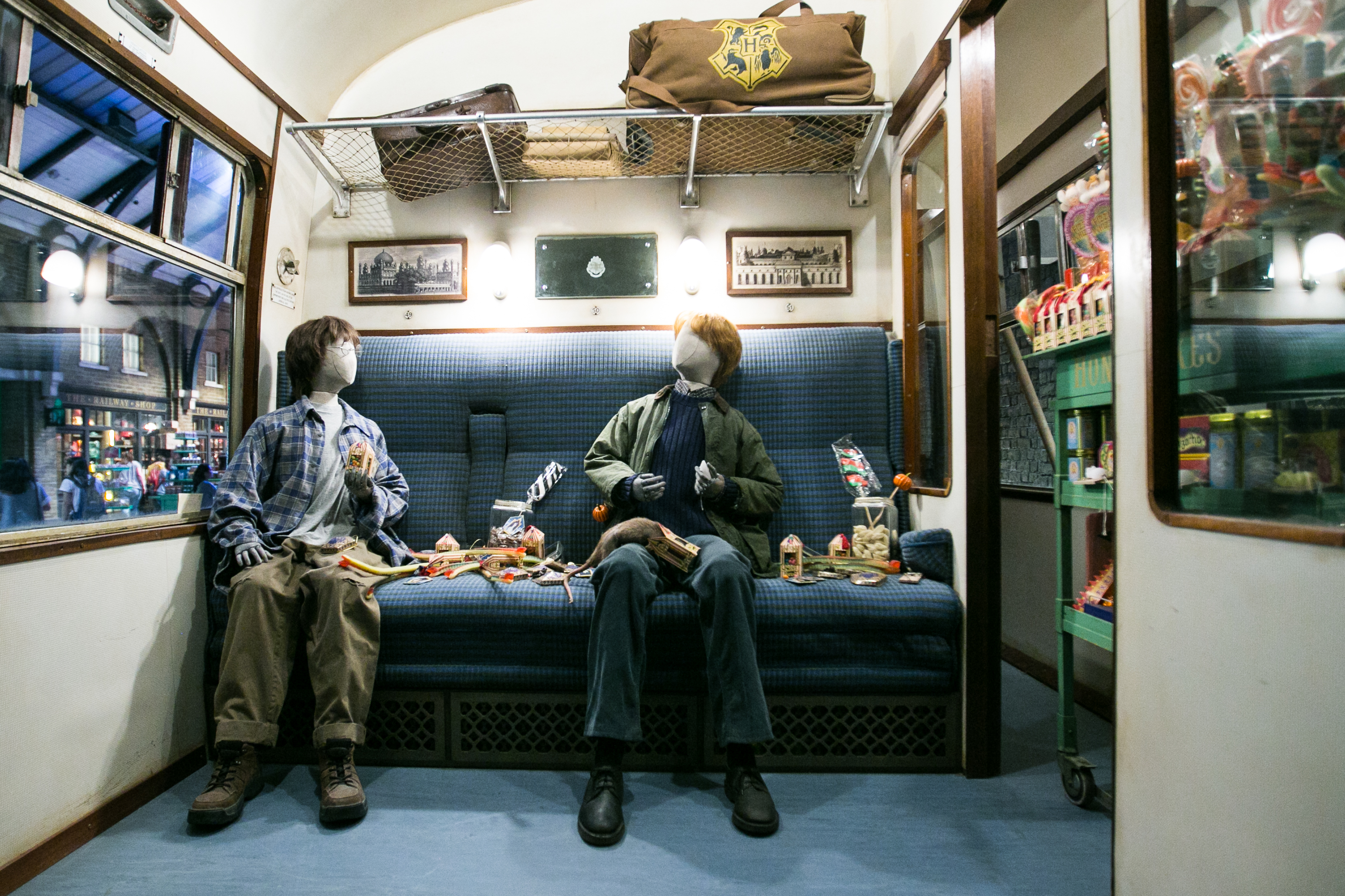 harry-potter-studio-tour-train-interior-3