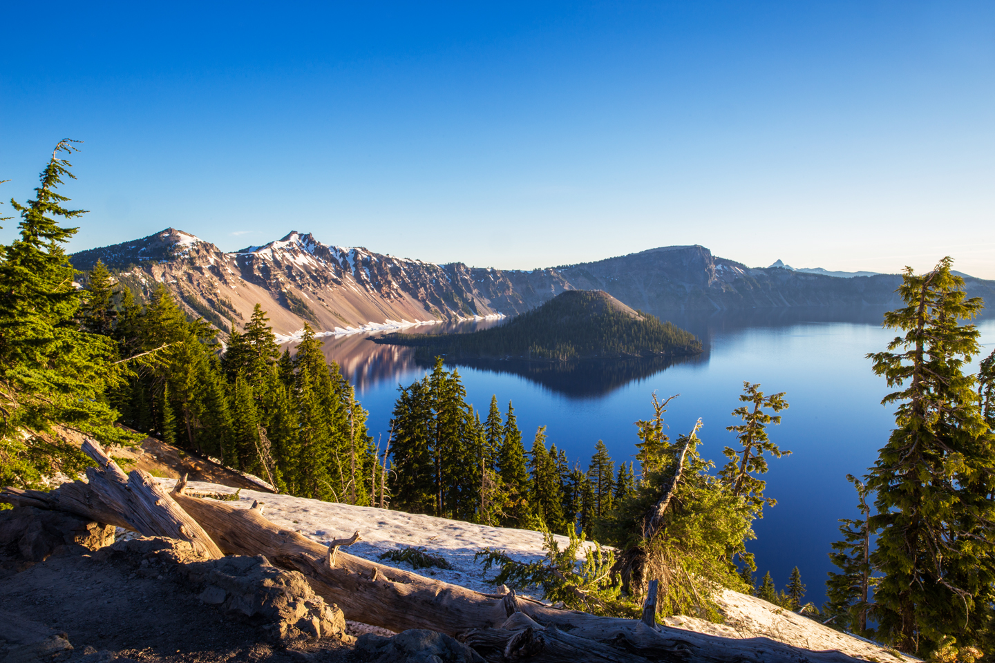 crater-lake-sunrise-wizard-island-tree-stump