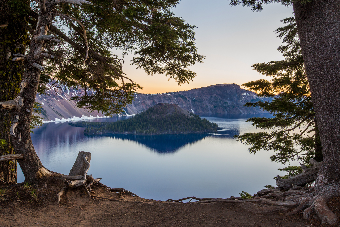 crater-lake-sunrise-wizard-island-trees