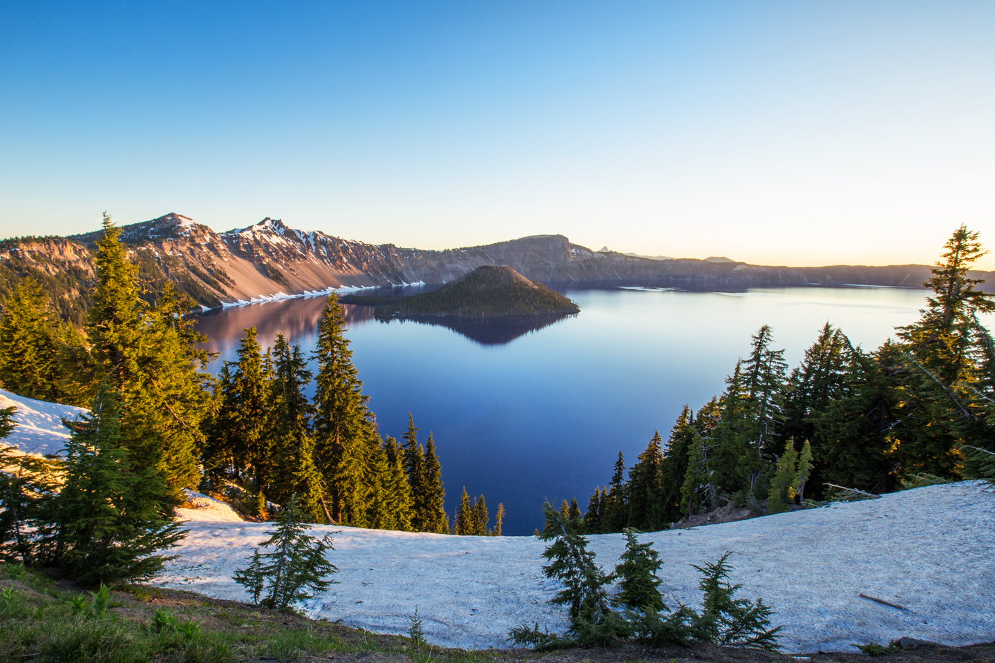 crater-lake-sunrise-wizard-island-wide