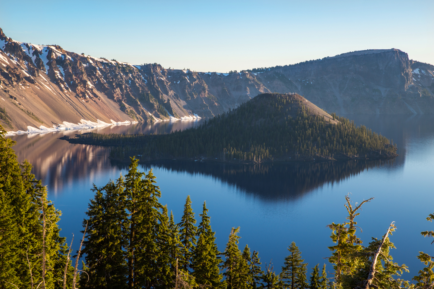 crater-lake-sunrise-wizard-island-zoom