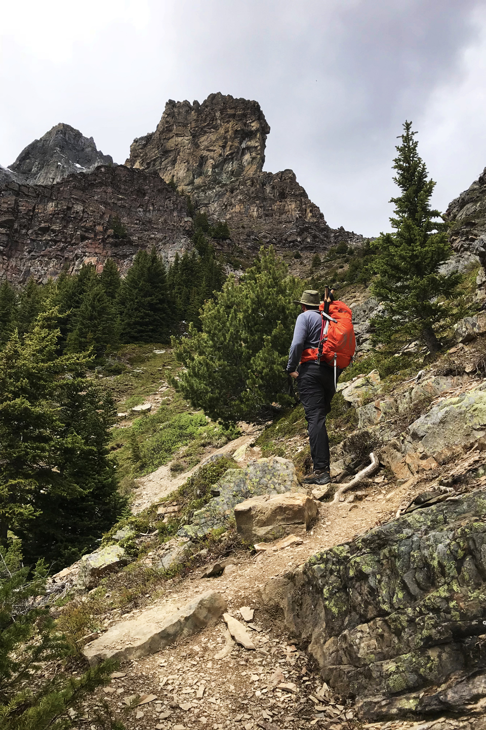 Hiking Lake Agnes to the Big Beehive