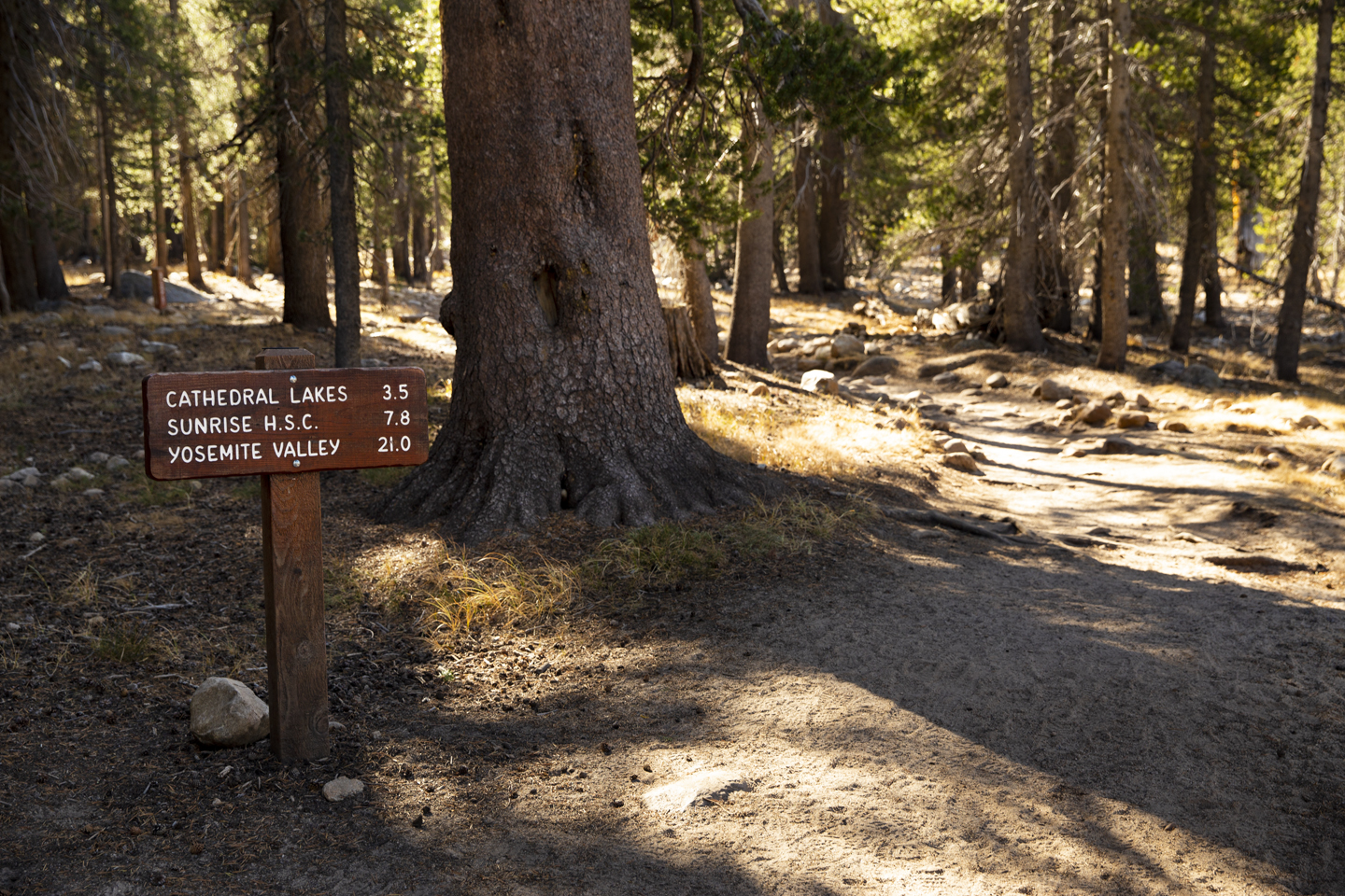 cathedral lakes trailhead